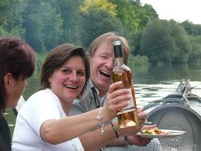 Photo: Gemütliches Grillen und genießen auf dem Stocherkahn mitten auf dem Neckar (Firmenfeier).