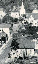 Photo: Rua Montecaseros. Ao fundo vê-se a  Igreja do Sagrado Coração de Jesus e a antiga Escola Gratuita São José. Foto sem data
