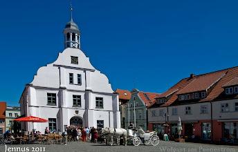 Photo: Hochzeit mit Pferd und Wagen in Wolgast am Peenestrom in Vorpommern
