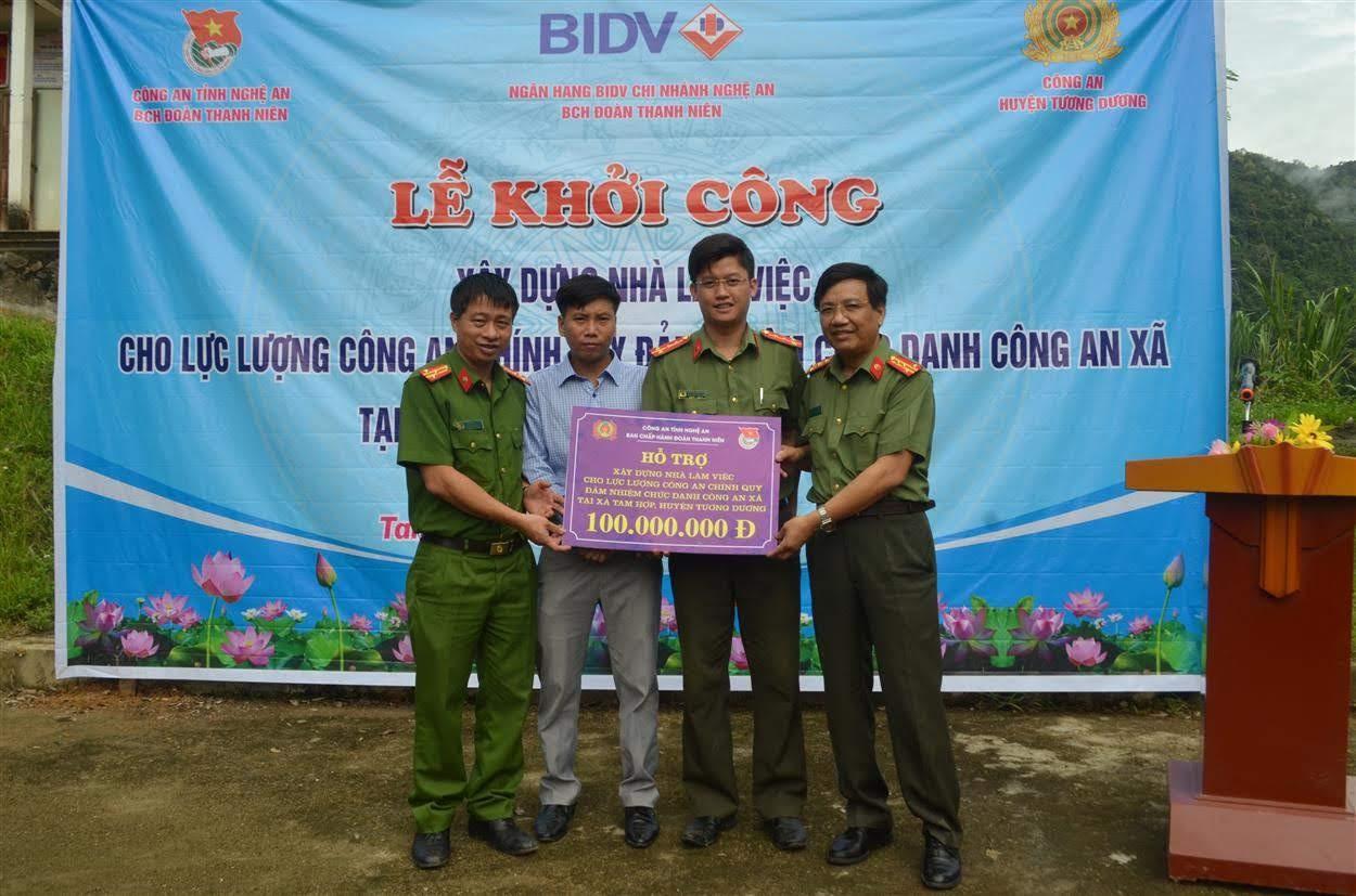 Công an tỉnh Nghệ An hỗ trợ 100 triệu đồng xây dựng trụ sở làm việc Công an xã