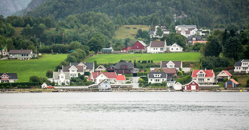 houses-along-Lysefjord2.jpg -  Houses along the Lysefjord fjord near Stavanger in western Norway.