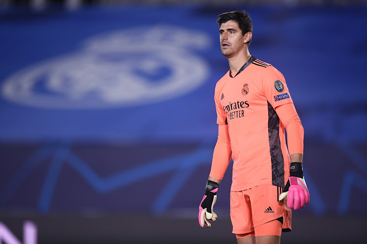 """Courtois wijst naar arbitrage na zware nederlaag van Real Madrid: """"Ik stel me vragen bij de manier waarop de VAR een penalty heeft toegekend"""""""