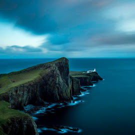 Neist Point Lighthouse by Daniel Filipe Costa - Landscapes Waterscapes ( sky, skye, isle, seascape, waterscape, united kingdom, long exposure, travel, landmark, landscape, sea, scotland )