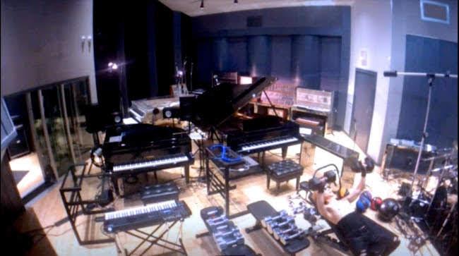 [迷迷音樂] 24小時「監視」YOSHIKI 錄音室作曲、重訓...一覽無遺