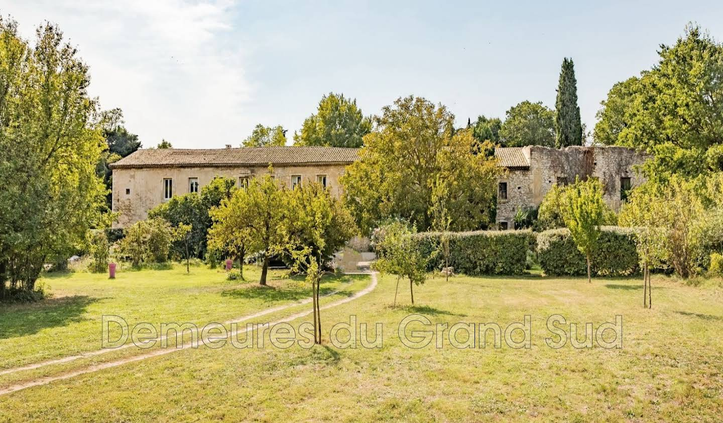 Property with pool Tavel