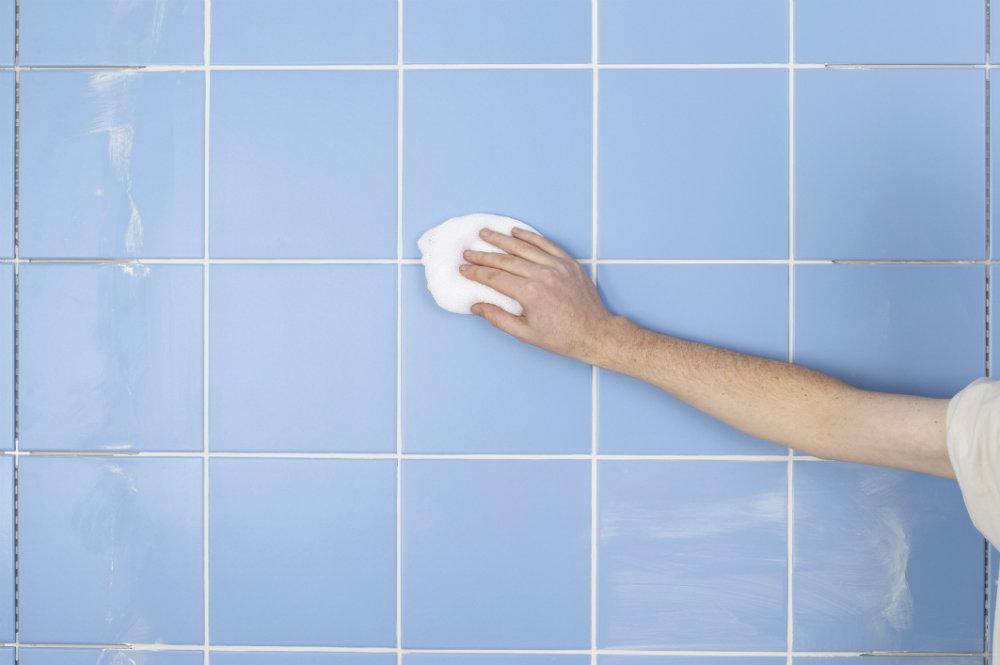 eliminar el moho del baño