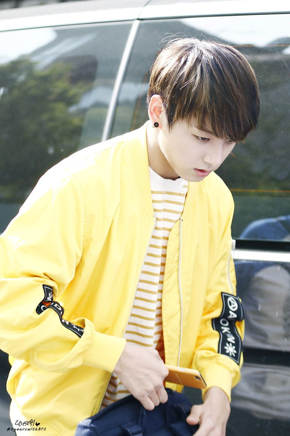 jungkookrainbow_yellow_2
