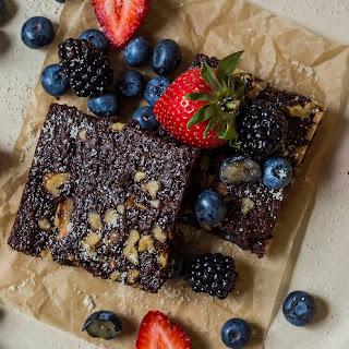 Paleo & Vegan Protein Brownies.