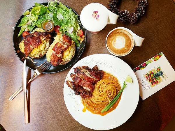 木門咖啡Wooden Door-台中南屯區超美咖啡館  每個角落都好拍  餐點兼具外型和風味  和姊妹的下午茶首推這家@