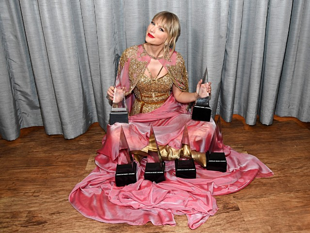 Image result for taylor swift accepts artist of the decade