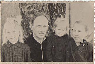 Photo: Iš kairės: Genutė, Petras, Irutė, Zuzana Grigalauskai. Nuotrauka iš Genutės ir Irutės Grigalauskaičių asmeninių archyvų