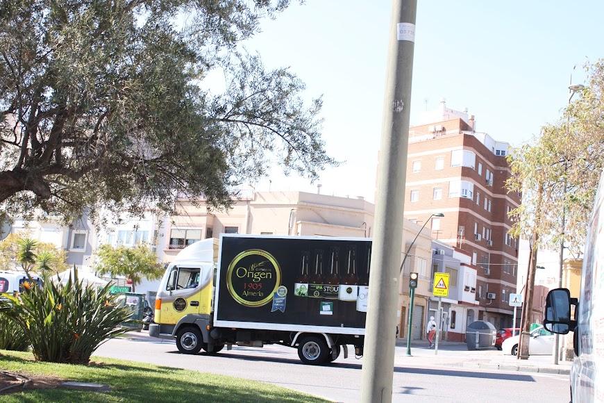 La caravana de vehículos de protesta de Ashal partió desde la explanada de Ikea.