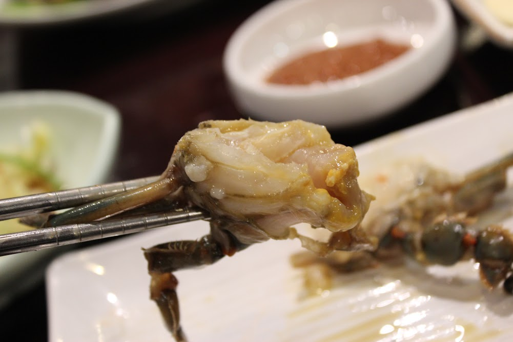 Soy Crab ready to eat at Seoul House in Thornhill (간장게장 서울관 스틸스 토론토)