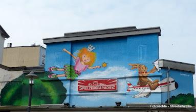 Photo: LACKAFFEN, Advertesing Mural; Spielzeugparadies; Dreiringstraße 10