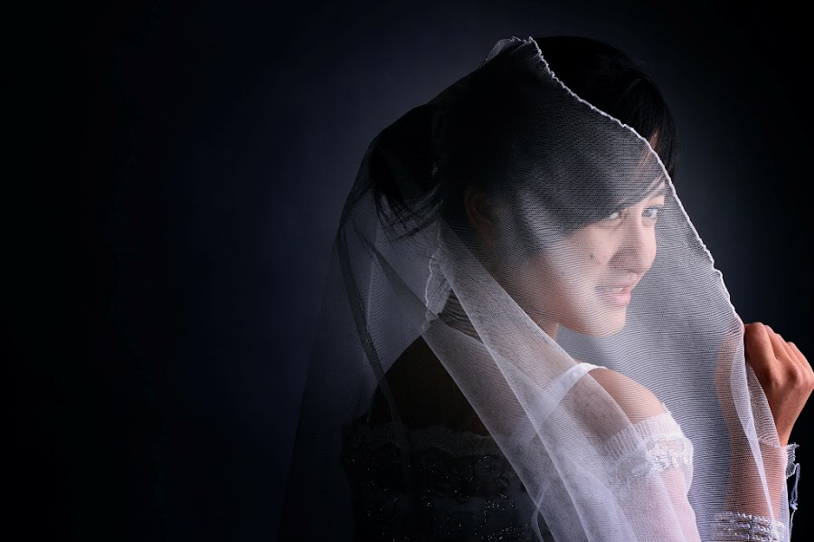 Side light by Nasir Muhammad - People Portraits of Women ( studio, beautiful, people, portrait )