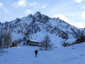 Photo: Poco sotto al rifugio con la Cresta della Ravetta e la Cima Caldenave 2442mt. in primo piano.