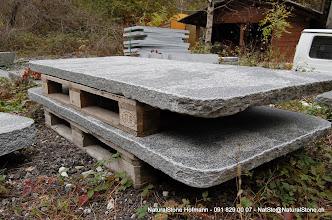 """Photo: Tischplatten für """"Classico""""  Modell, Maggiagranit Oberfläche naturgespalten und nachgestockt, Kanten roh gebrochen"""