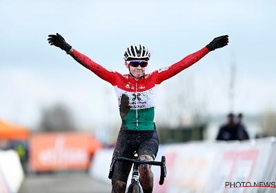 Kata Blanka Vas tekent bij topploeg uit het vrouwenwielrennen en ziet Mathieu van der Poel als voorbeeld