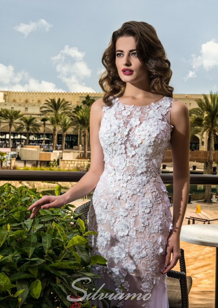 d40729751f4562 Атлас — якщо білий колір — королева весільних суконь, то атлас — їх король.  Структура атласу дає можливість втілити в життя самі незвичайні модні  задумки.