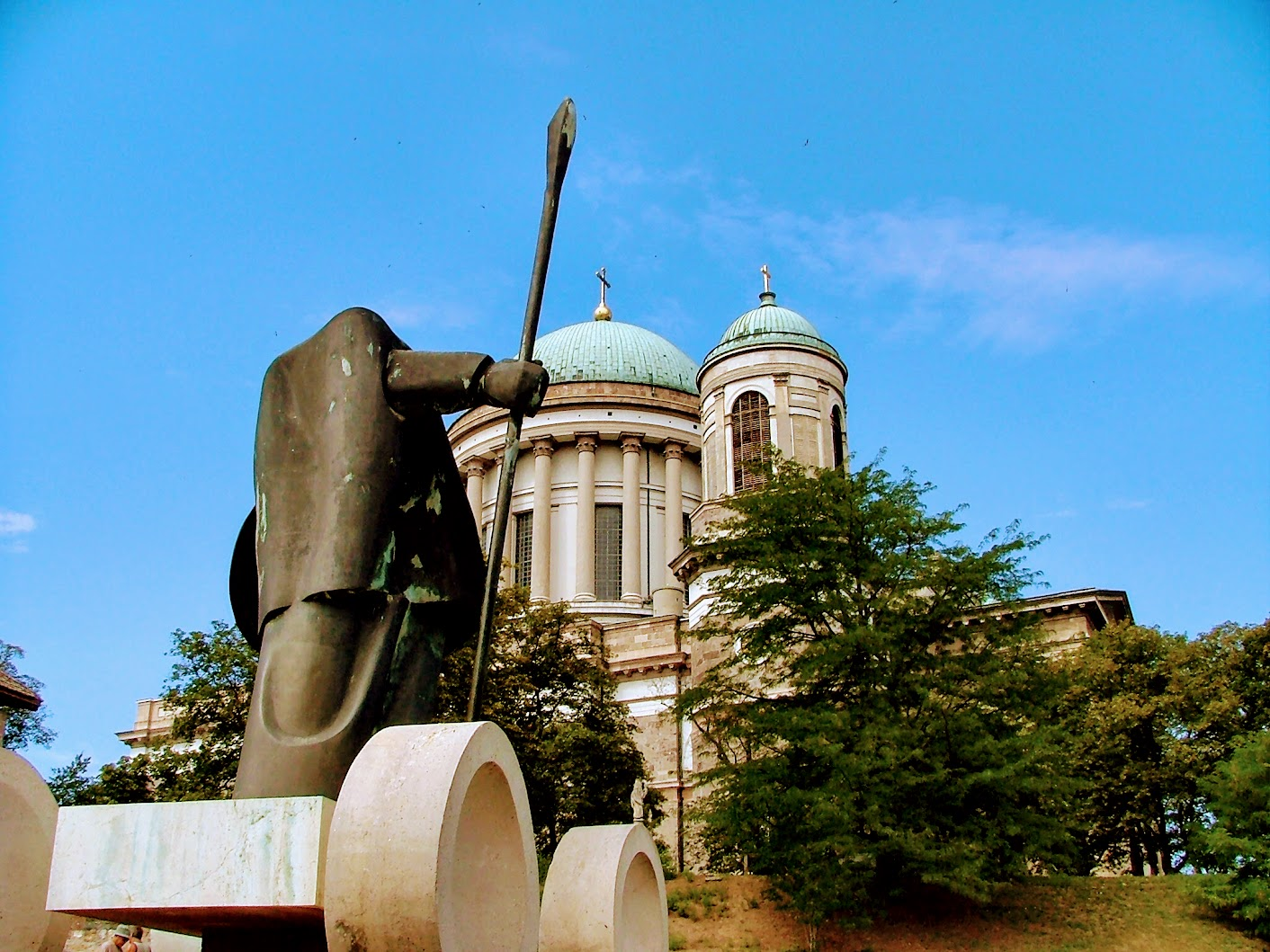 Esztergom - Városalapító vitéz szobra a vár régi kaputornyának felvonóhídjánál