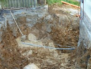 Photo: Blick auf unsere Wasserleitung ins Haus.... noch ist gsd. alles heil.