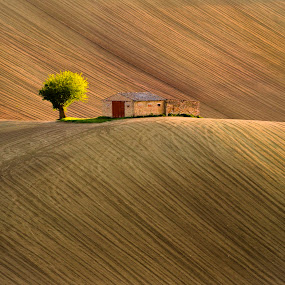 The house with the red door by Mauro Fini - Landscapes Mountains & Hills ( macerata, corridonia, italy, marche )
