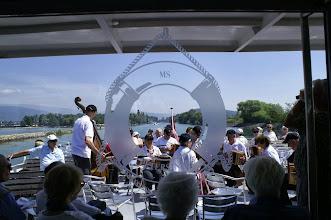 Photo: Nach der Überquerung des Neuenburgersees, unsrer Konzert auf dem Broye-Kanal Richtung Murtense