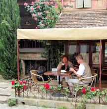 Photo: Kellotornin kupeessa on mukava kahvila - matkakumppanimme tauolla