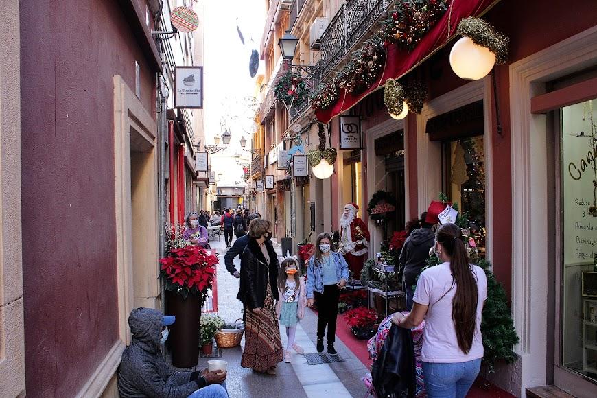 La vida en las zonas comerciales de la ciudad durante Navidad.