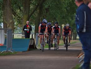 Photo: Finish van Team Martens met ondermeer Martien Verbaarschot (tweede van links) en Twan Baltussen (rechts).