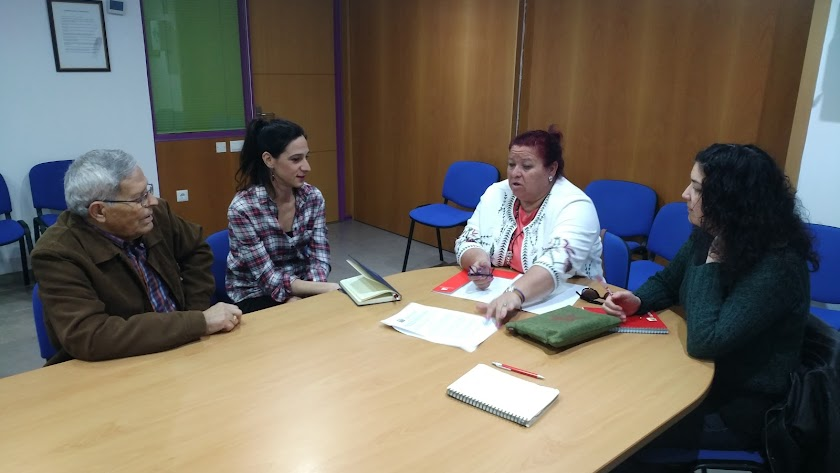 Amalia Román junto a la directiva de Indalajer