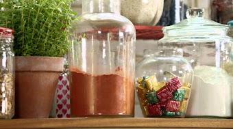 Lachs mit Grünteekruste / Griechischer Salat