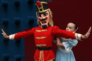 EL CASCANUECES, de la Compañía Nacional de Danza, se presentará con 179 artistas en vivo.