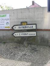 Photo: Toury (28) - Carrefour avenue des casernes/avenue du pressoir