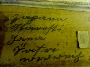Photo: Nápisy, které po sobě zanechali varhanáři, kteří dříve varhany upravovali