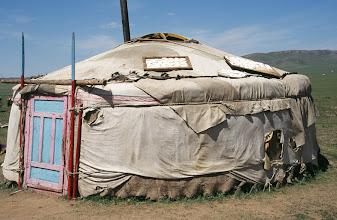 Photo: 03139 ウランバートル/牧民の家/ゲルの屋根に乳製品を干す