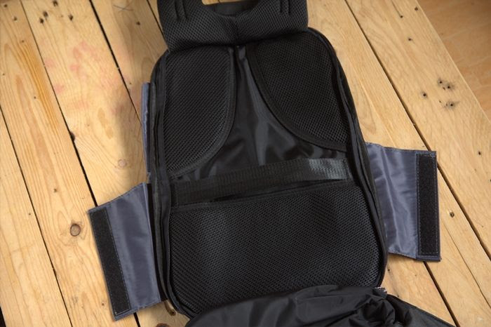 Pelapik Breathable memberi pengudaran baik ketika sandang beg