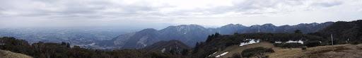 入道ヶ岳からパノラマ(歩いてきた尾根を望む)