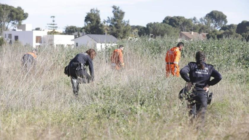 Protección Civil y Policía Local de Godella, buscando a los pequeños.
