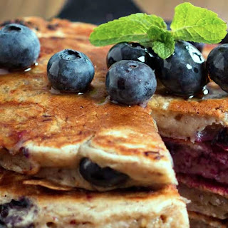 Ashy´s Quinoa Pancakes with Blueberries & Mint Yoghurt