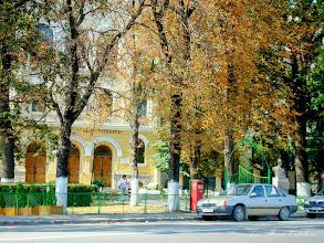"""Photo: Parculet in fata Colegiului National """"Mihai Viteazul"""" - Bustul lui Teodor Murasanu - (2009.09.01)"""