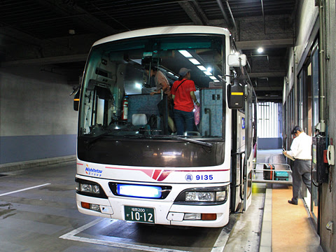 西鉄高速バス「桜島号」 9135 博多バスターミナルにて その2