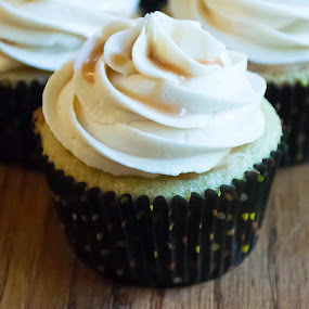 Butterbeer Cupcake by Nicole Mitchell - Food & Drink Cooking & Baking ( cupcake, butterbeer, frosting, harry potter, creamy )