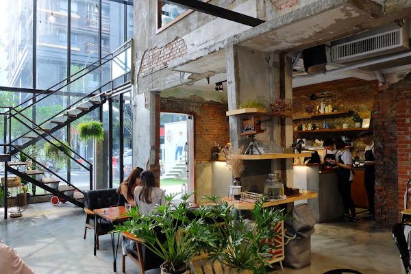 堅果小巷┃台中西區:超美落地窗玻璃屋老宅建築,餐點用心好吃變化性高