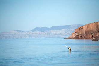 Photo: Young women kayaking on the Sea of Cortez, Mexico