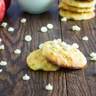 Flourless Apple Macadamia Cookies