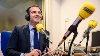 El alcalde de Almería en los estudios de la Cadena SER en Almería.