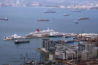 Photo: Gibraltarin satamaa - huomaa myös Kristina Katarina isomman risteilyaluksen edessä :-)