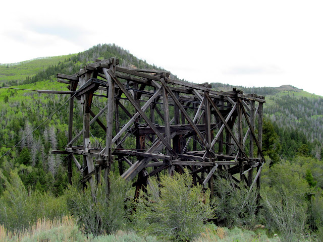 Aerial tramway support structure