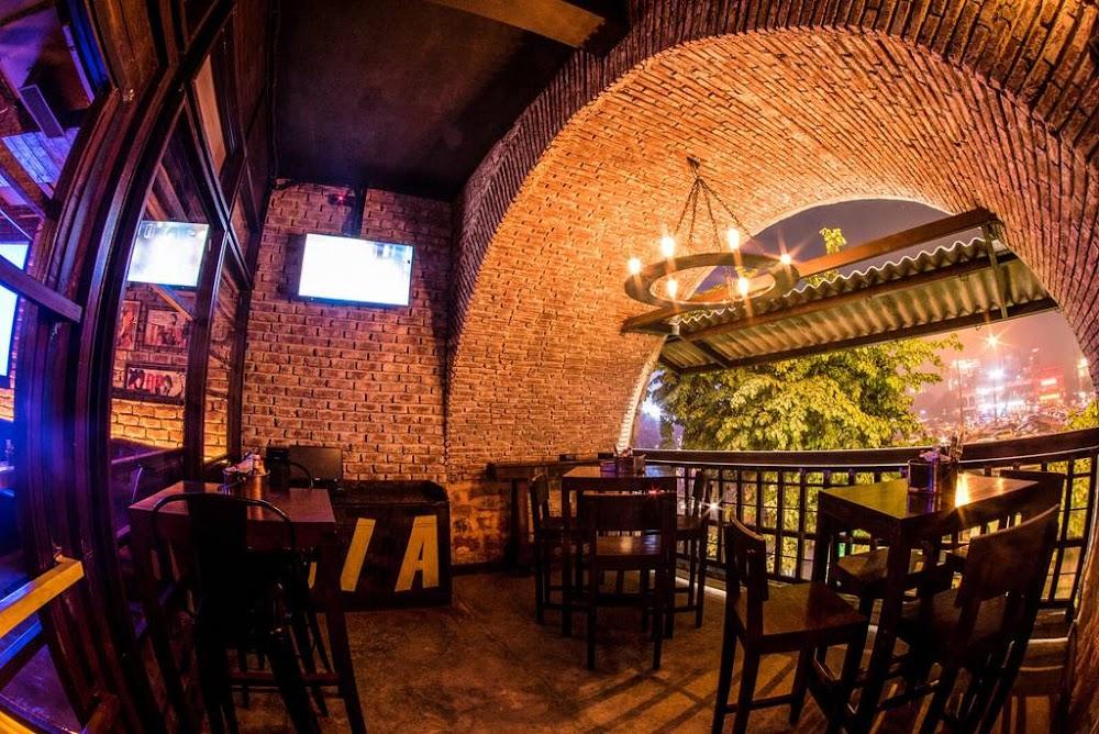 rooftop_restaurants_gurgaon_agent_jack's_bidding_bar_image